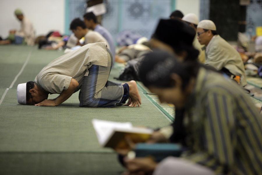 Patut Dicontoh! Ratusan Warga Jakarta Ini Pilih I'tikaf di Sabtu Malam