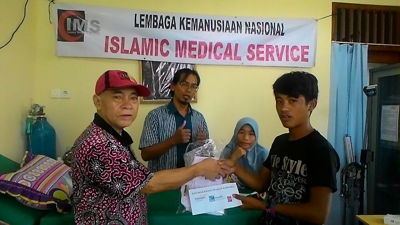 IMS Isi Ramadhan dengan Khitanan Massal Mualaf di Mentawai