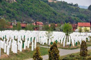 Pengadilan Kejahatan Perang PBB Bebaskan Komandan Pembantai 8000 Muslim Bosnia