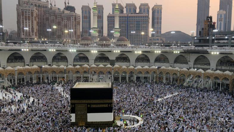 Saudi Siapkan Tiga Tahapan Pembukaan Umrah