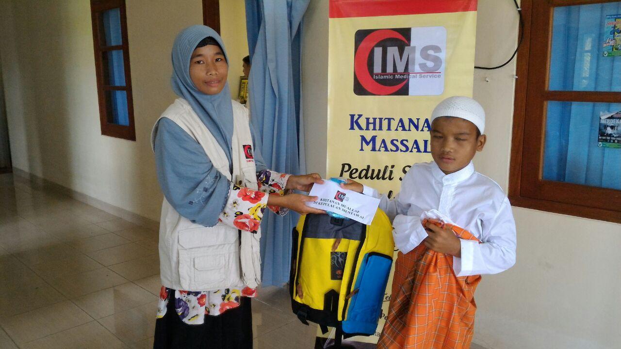 Dikhitan, Lucas Senyum Bangga Menjadi Muslim Sempurna