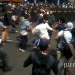 Video Ekslusif Tindakan Refresif Aparat Keamanan Terhadap Peserta Aksi Bela Islam 411