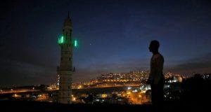 Rakyat Palestina Menentang Pembatasan Adzan oleh Menteri Zionis