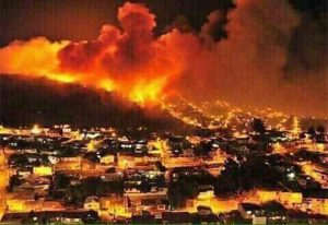 Hindari Kebakaran Besar, Ribuan Warga Zionis Kabur Tinggalkan Rumahnya