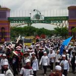 Doa dan Bantuan Warga Sepanjang Jalan, Membuat Peserta Aksi Jalan Kaki Ciamis-Jakarta Terharu