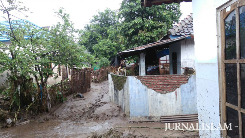Banjir Besar Melanda Dompu, Forum Me-DAN Turun Lakukan Survey Bantuan Kemanusiaan