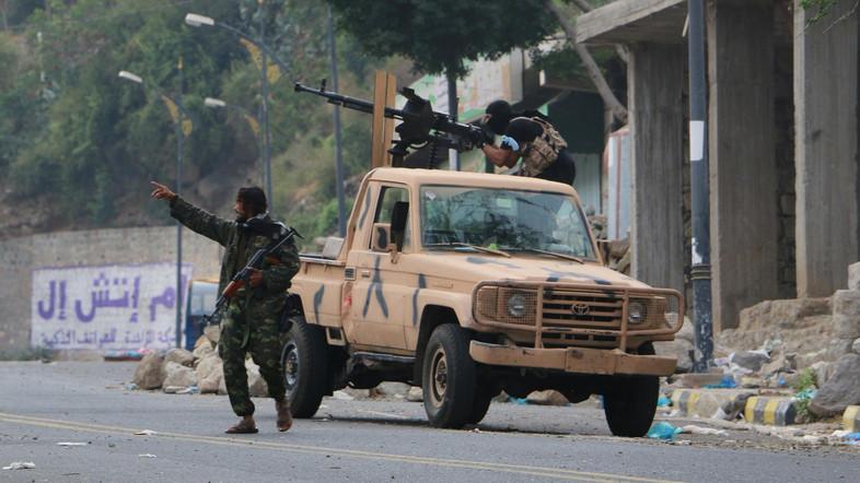 Tentara Yaman Rebut Kendali Bukit Strategis antara Taiz dan Hudaydah dari Milisi Syiah Houthi
