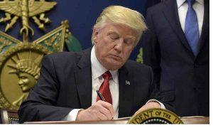 Trump Tandatangani Surat Perintah Penolakan Imigran Muslim ke Negaranya