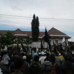 Dinilai Janggal dan Sepihak, Ratusan Massa Umat Islam Gelar Unjuk Rasa di Kejari Surakarta