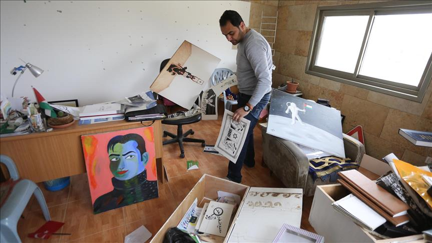 30 Serdadu Israel Serbu Seorang Kartunis Palestina