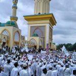 Bela TGB, Ribuan Umat Islam Tumpah Ruah di Islamic Center Mataram