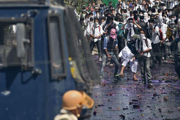 100 Siswa Kashmir Terluka saat Bentrokan Sengit dengan Pasukan India