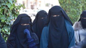 Targetkan Peraturan Syariah, Partai di Inggris Kampanyekan Larangan Burqa