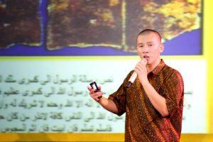 Puisi Sukmawati Berbalas Felix Siauw: Kamu Tak Tahu Syariat