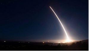 Angkatan Udara AS Luncurkan Uji Coba Rudal Balistik Antarbenua