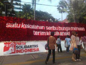 Politik Belah Bambu Di Balik Karangan Bunga Pelipur Lara
