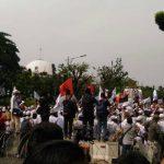 Ratusan Ribu Massa Aksi Simpatik 55 Terus Berdatangan Kepung Mahkamah Agung
