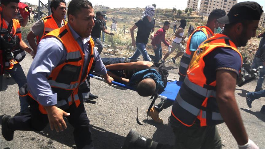 Dukung Aksi Mogok Makan, Warga Palestina Hadang Peluru Zionis dengan Unjuk Rasa