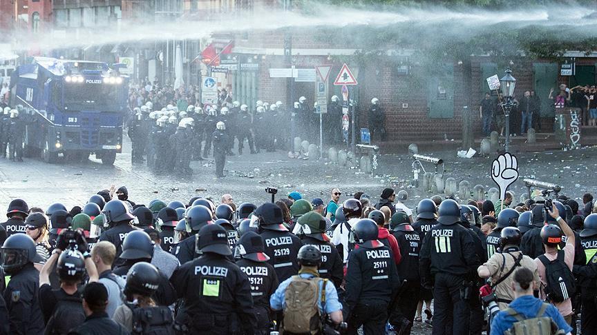 Jelang KTT G20 di Jerman, 12.000 Demonstran Bentrok dengan Ribuan Polisi Hamburg