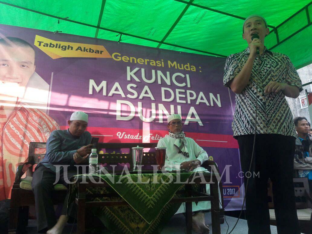 Ditolak Oknum Ormas di Sragen, Felix Siauw Santuni Anak Yatim di Solo