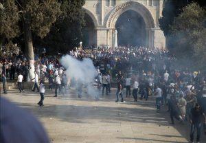Bentrokan di Masjid Al Aqsha Kembali Memanas 1 Gugur dan 126 Terluka