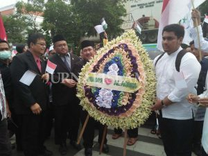 Bela Palestina, Masyarakat Surabaya Cinta Al-Aqsa Longmarch ke DPRD