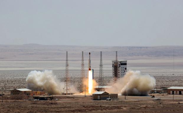 Kembangkan Sistem Rudal S-300 Rusia, Iran Gelar Uji Coba Rudal Bavar-373