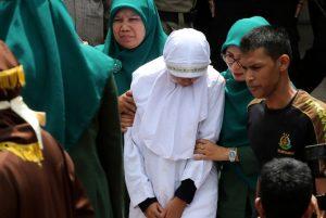 Langgar Syariat Islam, 11 Orang Dihukum Cambuk