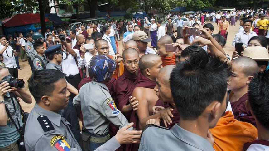 300 Gerombolan Buddha Myanmar Serang Kapal Bantuan Kemanusian di Rakhine Barat