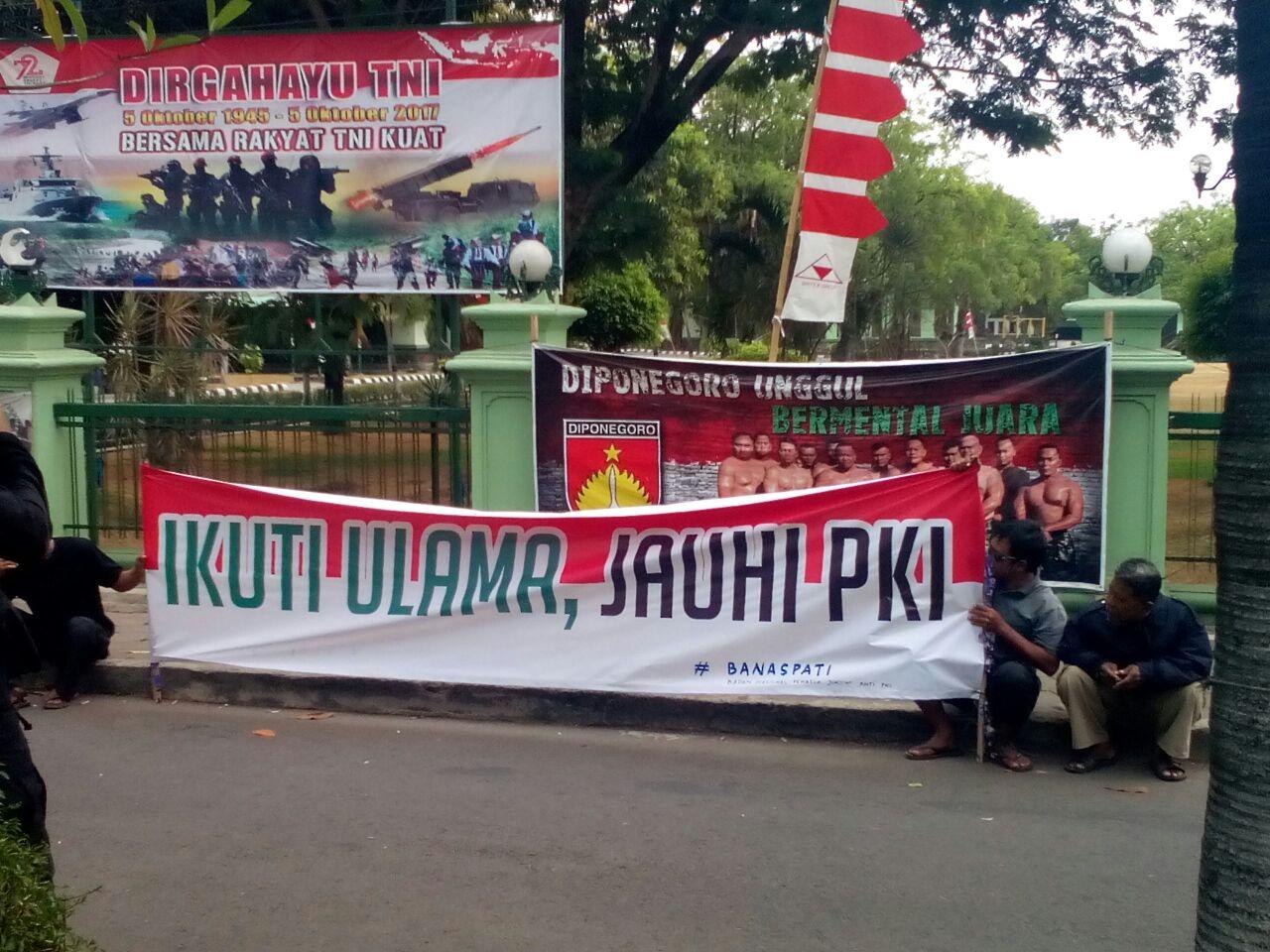 Jelang 30 September, Masyarakat Solo Gelar Aksi Tolak PKI di Car Free Day