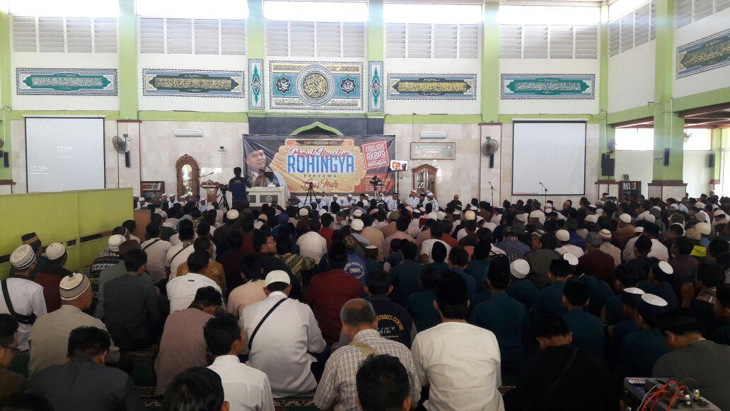 Gelar Kajian Peduli Muslim Rohingya, Ribuan Umat Islam Padati Masjid Agung Karanganyar