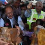 Wakil Perdana Mentri Turki Bagikan Langsung Bantuan Bagi Muslim Rohingya