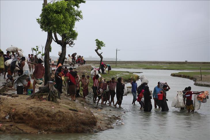 Sudah Setengah Juta Lebih Muslim Rohingya Menyebrang ke Bangladesh