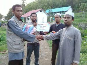 Forum Me-Dan Kembali Bagikan Sandal Gratis untuk Masjid dan Pesantren