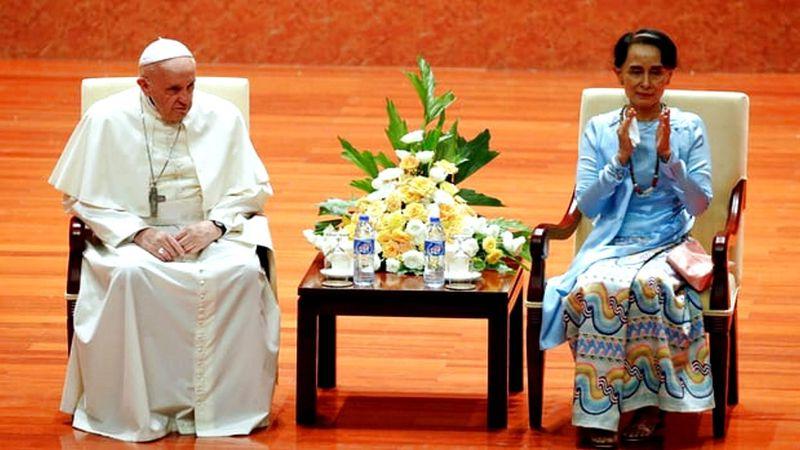 Paus Temui Aung San Suu Kyi dan Hindari Sebut Rohingya dalam Pidato