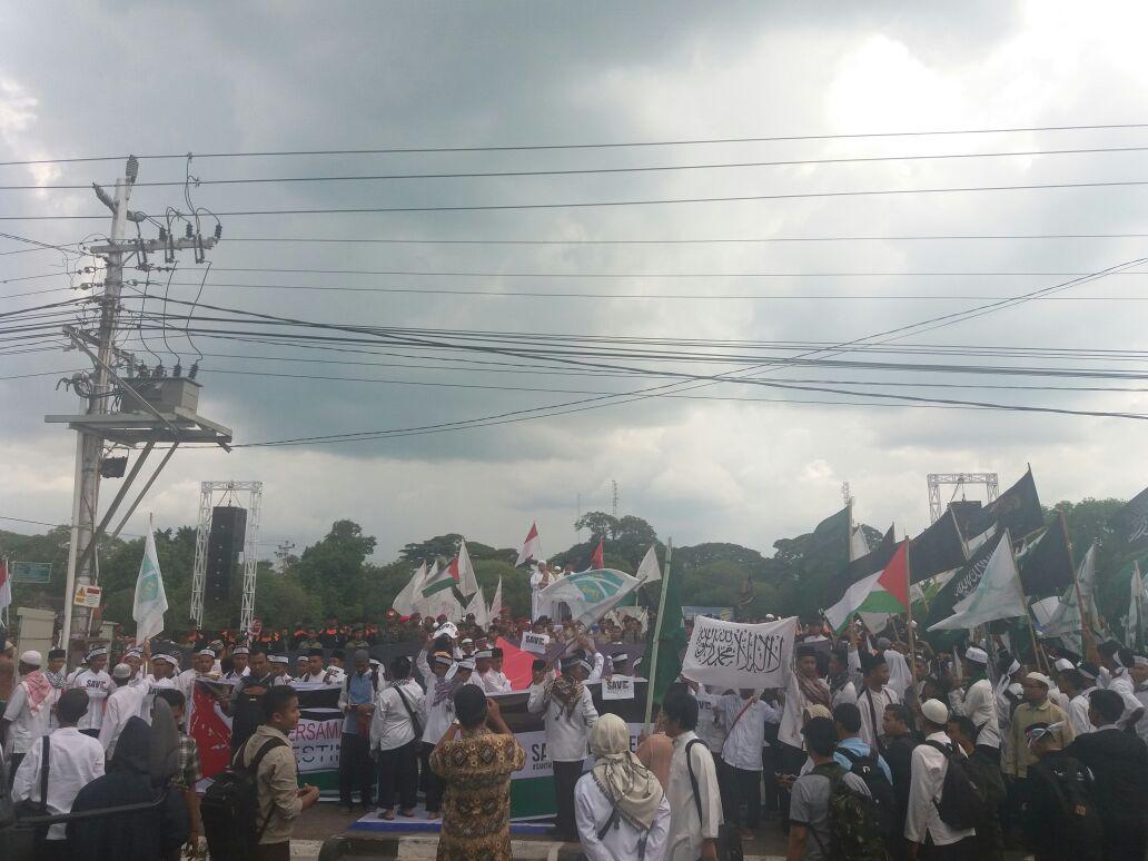 Di Tengah Hujan, Ribuan Umat Islam Sragen Antusias Ikuti Aksi Bela Palestina