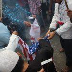 Umat Islam Bima Bakar Bendera AS