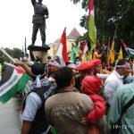 Gelar Aksi, Giliran HMI Solo Serukan Boikot Massal Produk Israel