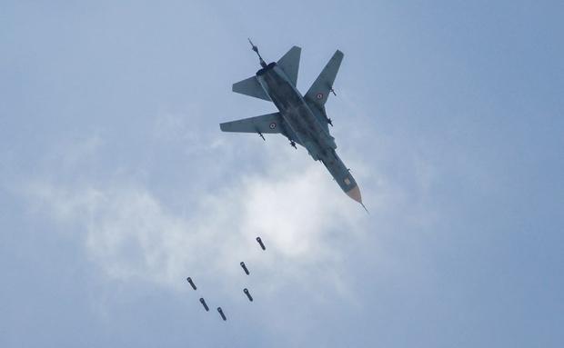 Rezim Syiah Assad: Hayat Tahrir al Sham Tembak Jatuh Jet Tempur Suriah di Hama