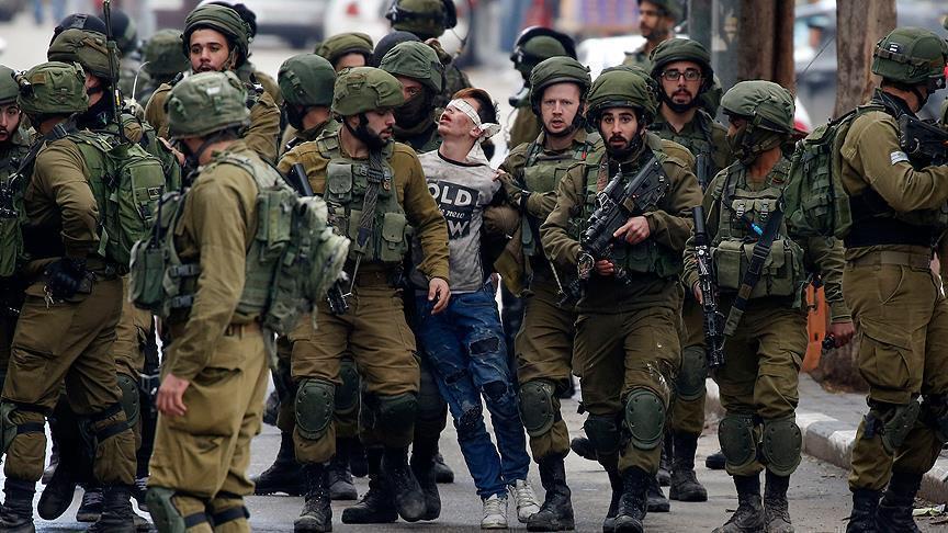 Remaja Palestina yang Fotonya Viral di Dunia Akhirnya Dibebaskan Militer Israel