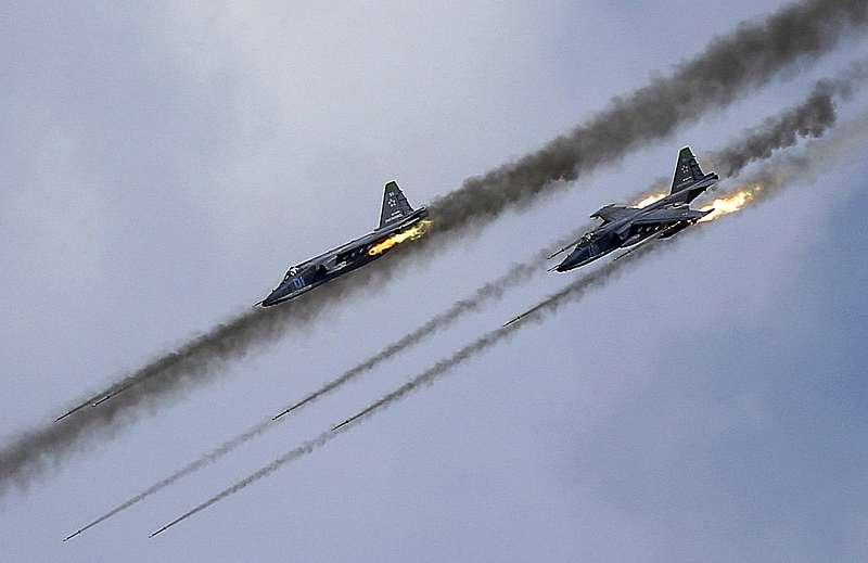 Jet Tempur Rezim Assad dan Rusia Tembakan 150 Roket ke Pemukiman di Idlib, Puluhan Tewas