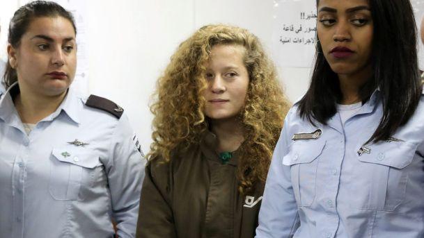 Ahed Tamimi Dikenakan 12 Tuduhan oleh Pengadilan Zionis