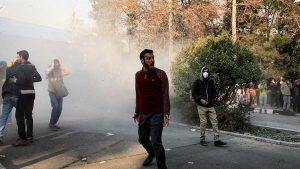 5 Polisi Iran Tewas dalam Bentroka di Teheran