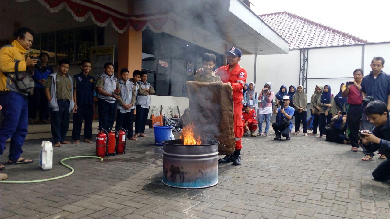 Waspada Bencana, SMP Muhammadiyah Kottabarat Gelar Pelatihan Tanggap Gempa dan Kebakaran