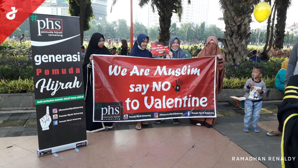 Pemuda Hijrah Semarang Sosialisasikan Haramnya Hari Valentin di CFD