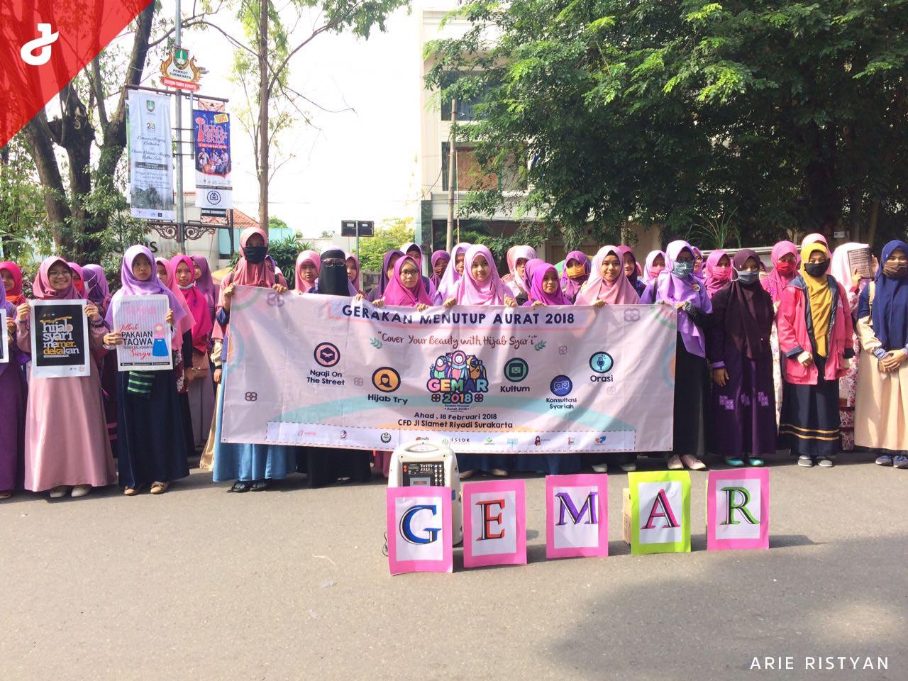 Gerakan Menutup Aurat 2018 Surakarta Bagikan 1000 Hijab