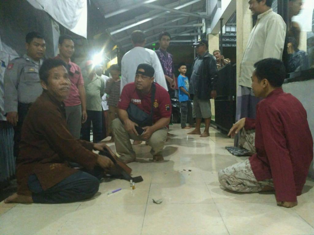 Bawa Pisau di Sekitar Masjid, Pria Diduga Gila Gegerkan Warga Banaran Sukoharjo