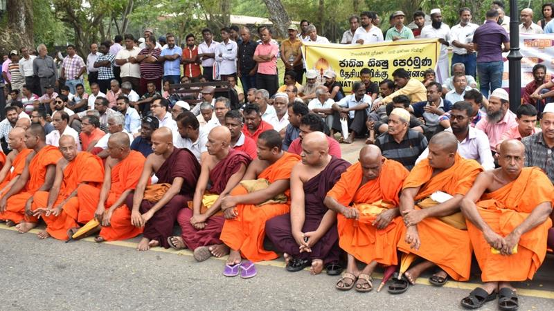 Redam Kerusuhan di Negara Mayoritas Buddha, Ratusan Biksu Lawan Gerakan Anti Muslim