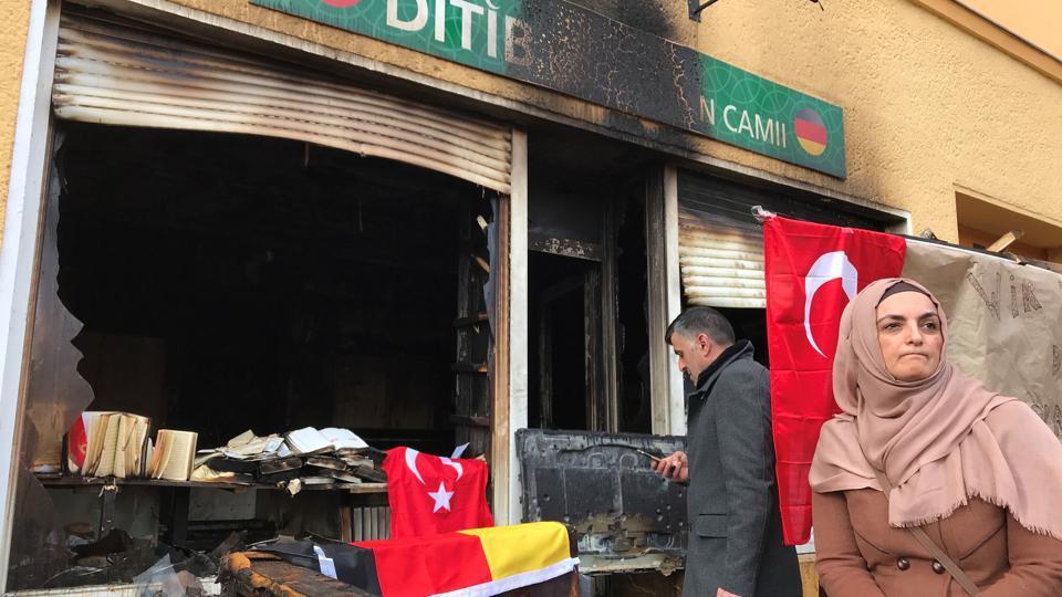 Masjid di Berlin Dibakar Penyerang Bertopeng