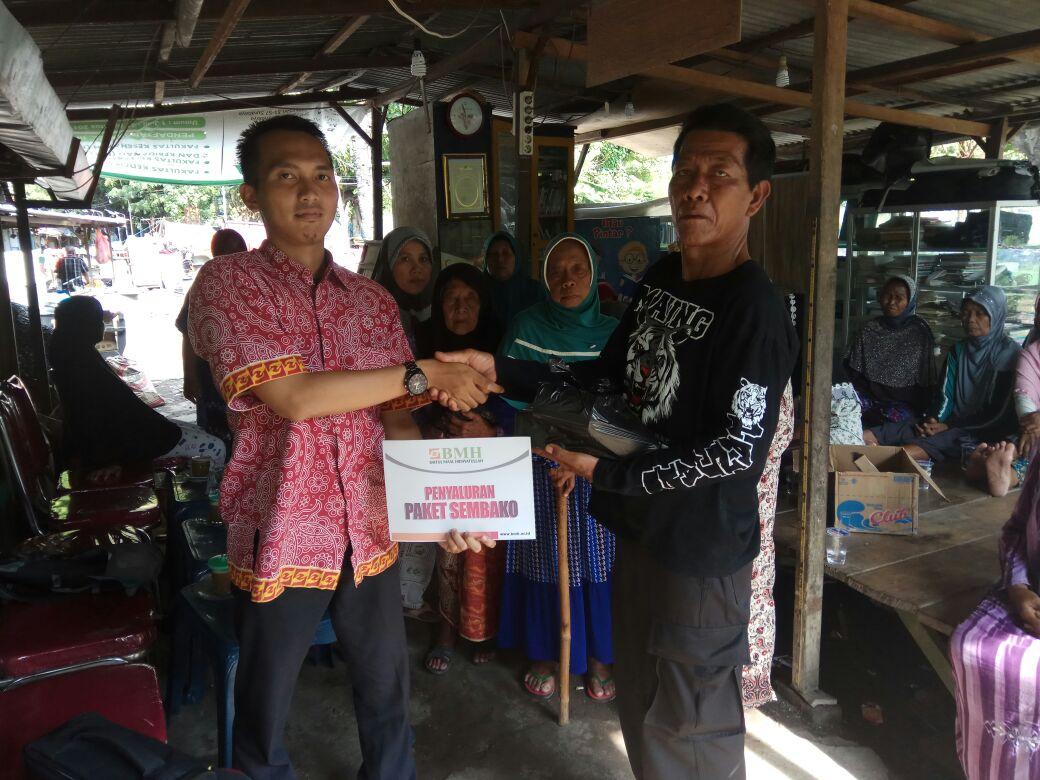 BMH Jatim Salurkan Bantuan Paket Sembako untuk Lansia dan Dhuafa